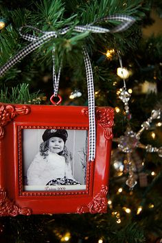 Pottery Barn inspired frame ornaments for so much less. Picture tree, anyone? Picture Frame Christmas Ornaments, Photo Christmas Ornaments, Christmas Frames, Christmas Photos, Christmas Tree Decorations, Christmas Holidays, Ornaments Ideas, Christmas Ideas, Cadeau Parents