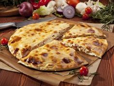 Big Daddy's Pizzeria has the best pizza! Pigeon Forge Cabin Rentals, Gatlinburg Cabin Rentals, Calzone, Good Pizza, Best Places To Eat, Cheese, Fit, Nashville, Travel