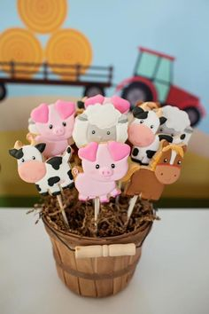 This farm animals birthday party features all of your barnyard favorites and is the most adorable farm themed party. Read on for farm party tips and ideas. Farm Animal Party, Farm Animal Birthday, Farm Birthday, Farm Themed Party, Barnyard Party, Farm Party, Boys 1st Birthday Party Ideas, Birthday Party Decorations, Birthday Banners
