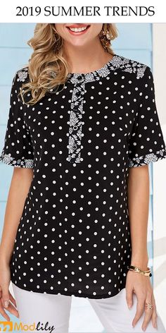 Curved Hem Polka Dot Print Black T Shirt Women Clothes For Cheap, Collections, Styles Perfectly Fit You, Never Miss It! Trendy Tops For Women, T Shirts For Women, Stylish Tops, Tshirt Garn, T Shirt Diy, Polka Dot Print, Ladies Dress Design, Blouse Designs, Polka Dot Blouse