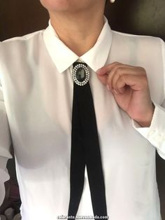 Espetacular Recursos modèles des pins pour femme - Autour de la France #autour #femme #france #modeles #recursos Diy Clothes, Clothes For Women, Ribbon Jewelry, Minimal Fashion, Ribbon Bows, Kind Mode, Classy Outfits, Refashion, Fashion Outfits