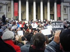 LONDRES, Trafalgar square, le drapeau français et des milliers de manifestants ....réépinglé par Maurie Daboux