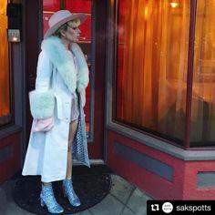 LABEL TO WATCH!  @sakspotts hat einfach die coolsten Mäntel! Stars wie @ladygaga tragen sie #sakspotts #ladygaga #glitter #fashin #labeltowatch