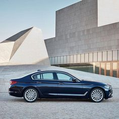 The best of both worlds radiating luxury while keeping an athletic appearance. The all-new #BMW #5series Sedan.