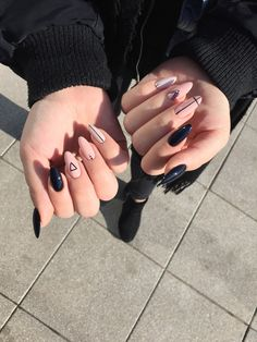 nails - 30 amazing winter with violet acrylics nail art 00052 Best Acrylic Nails, Acrylic Nail Art, Acrylic Nail Designs, Matte Nails, My Nails, Acrylic Summer Nails Almond, Winter Acrylic Nails, Almond Nail Art, Glitter Gel Nails