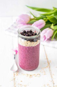 Der vollertigeFrühstücks Smoothiefür einen super Start in den Tag undFoodlikers hat das passende und einfache Rezept mit Haferflocken und Joghurt dazu.