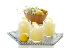 Receta de Sorbete de limón hecho en Thermomix®. Usa el tipo de frutas que quieras, mejor si están maduras y mezcla con hielo y edulcorante.