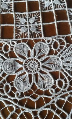 This Pin was discovered by Ilo Filet Crochet, Freeform Crochet, Crochet Lace, Crochet Doilies, Russian Crochet, Irish Crochet, Needle Lace, Bobbin Lace, Lace Embroidery