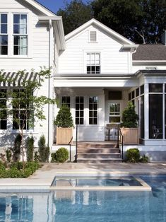 TIM Cuppet architects - hamptons style Wonder if I can talk Ben into the pool. Style At Home, Exterior Paint, Exterior Design, Facade Design, Exterior Colors, Modern Farmhouse, Farmhouse Style, Modern Country, White Farmhouse