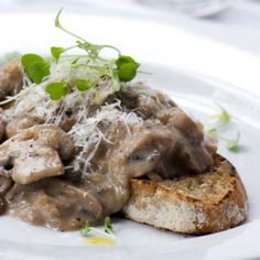 One of my family's favourite breakfast or lunch treats. Creamed Mushrooms, Stuffed Mushrooms, Mothers Day Breakfast, South African Recipes, Menu Restaurant, Allrecipes, Main Dishes, Brunch, Veggies