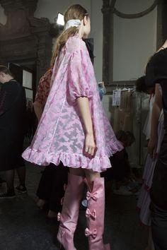 Vivetta at Milan Fashion Week Spring 2018 - Backstage Runway Photos Vivetta, Giambattista Valli, Kawaii Fashion, Pink Hair, Backstage, Feminism, Christian Dior, Runway Fashion, Versace