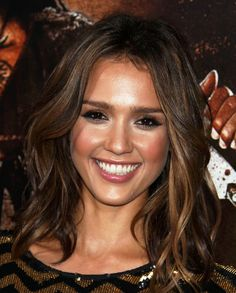 Jessica Alba Medium Curls - Shoulder Length Hairstyles Lookbook - StyleBistro