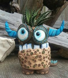 This little polymer clay monster is a planter for succulents. I hand make each one. These little pots stand between 4 to 5 i Clay Art Projects, Ceramics Projects, Polymer Clay Projects, Polymer Clay Creations, Clay Crafts, Clay Monsters, Polymer Clay Animals, Pinch Pots, Art Plastique
