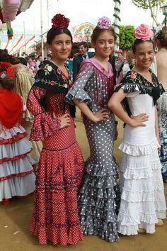 Hechuras colores Spanish Flowers, Costumes Around The World, Flamenco Dancers, Bridesmaid Dresses, Wedding Dresses, Western Wear, Dance Costumes, Plus Size, My Style