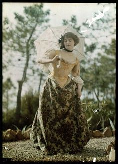 Vintage Clothes Women in Early Color Photography: 41 Stunning Pictures of Edwardian Beauties From Between the and ~ vintage everyday Edwardian Era, Edwardian Fashion, Medieval Fashion, Victorian Women, Historical Costume, Historical Photos, Belle Epoque, Vintage Photographs, Vintage Photos