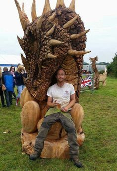 "This carving is called ""Dragon with eggs"" by artist Matthew Crabb. It came in second in the English. Tree Carving, Wood Carving Art, Wood Art, Wood Carvings, Fantasy Dragon, Dragon Art, Carpentry Courses, Carpentry Skills, Art Sculpture En Bois"
