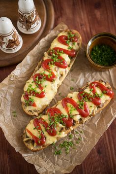 Zapiekanki:hybrid of an open-face sandwich and pizza. There are several stalls at Plac Nowy down the street from Singer Cafe, but students swear by Endzior. Date Recipes, Snack Recipes, French Bread Pizza, Healthy Snacks, Healthy Recipes, Budget Meals, Party Snacks, Polish Recipes, Finger Foods
