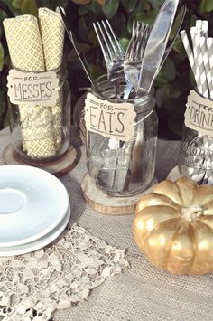 Bracket Signage for your Holiday Dinners - Smitten on Paper Yard Party, Bbq Party, Party Fun, Holiday Dinner, Holiday Parties, Holiday Ideas, Holiday Decor, Baby Q Shower, Dinner Themes