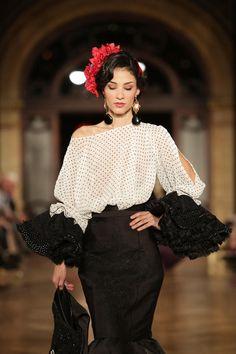 Wappíssima - We Love Flamenco 2016 - Jonathan Sánchez - White Fashion, Look Fashion, Womens Fashion, Fashion Design, Flamenco Costume, Flamenco Dresses, Spanish Dress, Mode Simple, Spanish Fashion
