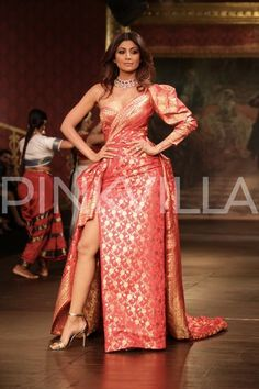 Shilpa Shetty sets the ramp on fire with her drop dead gorgeous look at ICW 2017 | PINKVILLA