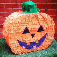 Piñata de calabaza para Halloween #halloween #pumpkin #piñata #decoracióndehalloween #fiestadehalloween #piñapiñatas #bogota #halloweenbogota