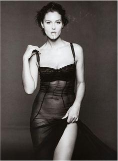 Monica Bellucci Photo, Q Photo, Smoking Ladies, Italian Actress, Black And White Photography, Beauty Women, Fashion Models, Beautiful People, Actresses