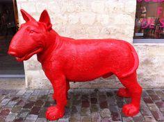 #Red #dog Cours St Emilion Paris St Emilion, Simply Red, Red Dog, Dinosaur Stuffed Animal, Paris, Happy, Dogs, Animals, Montmartre Paris