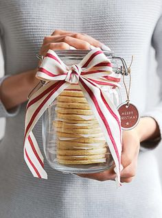 Donna Hay's Christmas - Temple & Webster Journal Australia's expert entertainer shares her Christmas tricks and tips, along with a few of her favourite images from the December issue of Donna Hay Magazine. My kind of Christmas… Christmas Cookies Gift, Christmas Hamper, Christmas Kitchen, Christmas Love, Christmas Treats, Christmas Baking, Christmas Holidays, Xmas Hampers, Christmas Cookies Packaging