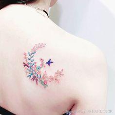 꽃이랑 새랑  designed by. 'HANDITRIP' . . . #핸디트립 #tattoo #tattoos #tattooing #tattooed #tattooart #tattooworkers #tattooflash #tattoodrawing #illustrationtattoo #illustrationgram #ink #inked #inkstagram #artistic #부산타투 #경성대타투 #경성대 #광안리 #날개뼈타투 #일러스트타투 #수채화타투 #꽃타투 #월계수 #감성타투 #감성스타그램 #초승달 #watercolortattoo #laureltattoo #cresentmoontattoo by handitrip