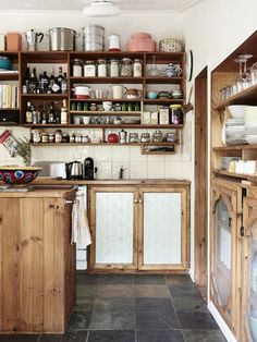 1 OF 17 The home of Jess Wootten and Krystina Menegazzo in Gordon, about an hour West of Melbourne. Photo – Eve Wilson, production – Lucy Feagins / The Design Files.