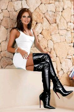 Female Muscle, Boots, Asian Women, Etc. Thigh High Boots, Knee Boots, Heeled Boots, Frauen In High Heels, Sexy High Heels, Mode Outfits, Sexy Outfits, High Leather Boots, Long Boots