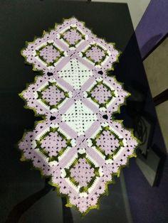 trilho para mesa em crochê #crochet #crochê #caminhoparamesa #barroco #lilas Blanket, Railings, Baroque, Rug, Blankets, Cover, Comforters, Quilt
