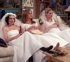 150 images about Friends on We Heart It Serie Friends, Friends Cast, Friends Tv Show, Friends Scenes, Friends Moments, Friends Poster, Jenifer Aniston, Phoebe Buffay, Chandler Bing
