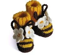 Baby booties Funny Bees / size for 36M by MiaPiccina on Etsy, $20.00