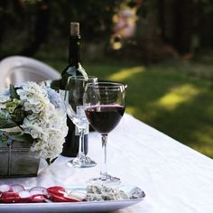 Cheers to Friday! We all deserve a glass of wine  and enjoy a fabulous meal with friends.  from @delightfultable