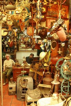SHOPPING: Mercado de pulgas (the fleamarket), San Telmo Buenos Aires. Sunday is the big day for this. Central America, South America, Art Nouveau Arquitectura, Antique Fairs, Antique Shops, Vintage Display, Capital City, Patagonia, Night Life
