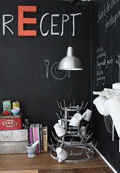 Krijtbord voor de keuken - Leuke combinatie van krijtbord met een houten letter