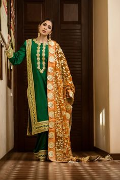 Beautiful Pakistani Dresses, Pakistani Formal Dresses, Pakistani Wedding Outfits, Pakistani Dress Design, Wedding Dresses For Girls, Party Wear Dresses, Stylish Dresses, Simple Dresses, Heavy Dresses