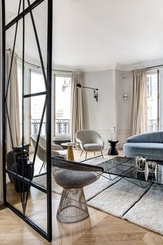 Herringbone flooring, light walls and black decor elements - this combination formed the basis of the exquisite design of this modern apartment in Paris. ✌Pufikhomes - source of home inspiration My Living Room, Home And Living, Paris Flat, Parisian Decor, White Apartment, Parisian Apartment, Flat Interior, Home Office Design, Black Decor