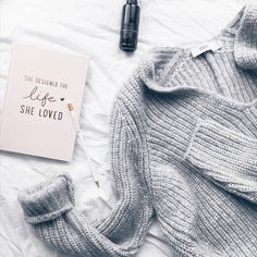 Spending the day feelin' incredibly cosy with my favourite blanket and sweater planning posts for the autumn months and styling future OOTDs! How's your day going?