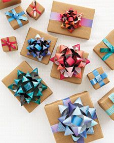 Very cool bows made from old magazines!