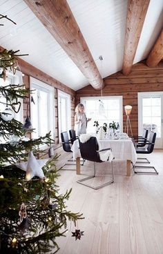 Fireplace Küche Holz Decke Blockhäuser 33 Trendy Ideen Are Your Home Theater Speakers in the Right P Luxury Log Cabins, Modern Log Cabins, Log Cabin Kitchens, Log Cabin Homes, Log House Kitchen, Scandinavian Cabin, White Cabin, Deco Champetre, Log Home Interiors