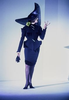See the complete Mugler Fall 1995 Couture collection.