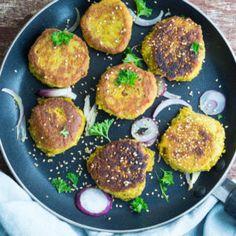 Falafler med søde kartofler - sweet potato falafler. Falafler i pandebrød med hvidløgsdressing - skøn og sund aftensmad (vegetarisk).
