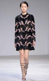 Giambattista Valli, haute couture P-E 16 - L'officiel de la mode Couture Week, Style Haute Couture, Spring Couture, Couture Fashion, Runway Fashion, Vogue Fashion, Paris Fashion, Fashion Week, Spring Fashion
