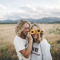 🌵🌞💫Explore positive energy ideas DIY with best friends! 🌵🌞💫Explore positive energy ideas DIY with best friends! Best Friends Shoot, Best Friend Pictures, Bff Pictures, Summer Pictures, Photoshoot Ideas For Best Friends, Friendship Pictures, Summer Pics, Picture Poses, Photo Poses