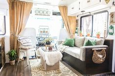 Gorgeous RV Living Decoration For A Cozy Camping Ideas 23 Gorgeous Rv Living Decoration For A Cozy Camping Ideas Camper - Lifestyle & Interior Design Trends Rv Travel Trailers, Camper Trailers, Camping Con Glamour, Decorating Your Rv, Decorating Ideas, Decor Ideas, Room Ideas, Interior Decorating, Camper Decorating
