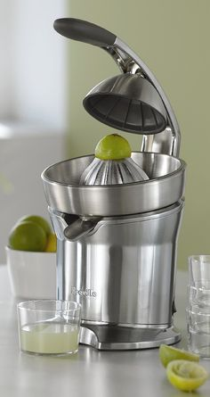 Maximize the amount of juice you squeeze from your favorite fruit with our Breville ® Die-Cast Citrus Press.