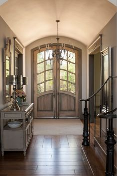 Barrel vaulted ceiling in foyer Décor de Provence: Country French Magazine! Door Entryway, Entry Foyer, Entry Doors, Front Doors, Front Entry, Country Entryway, French Decor, French Country Decorating, Style At Home