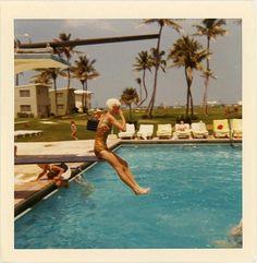 Vintage tips: Life, style and fashion — limegum: Florida, 1960 Vintage Photographs, Vintage Photos, Arcade, Vintage Polaroid, Old Florida, Photoshop, Aesthetic Vintage, 1960s Aesthetic, Travel Alone